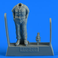 USAF WWII Aircraft Mechanic TRUMPETER