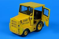 UNITED TRACTOR GC340-4/SM-340 tow tractor (with cab)