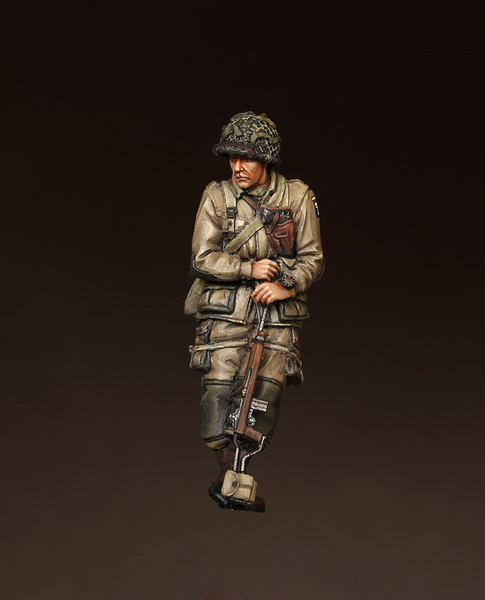 1 Lieutenant  101st Airborne Division on Sherman - Image 1