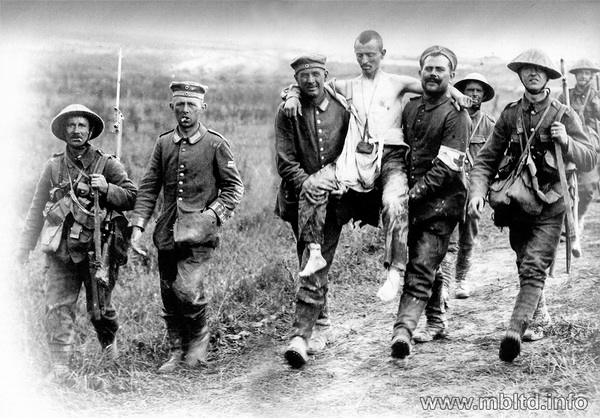 British and German soldiers, Somme Battle, 1916 - Image 1